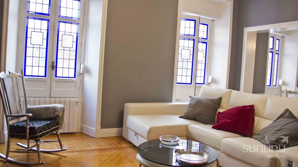 gorgeous traditional two bedroom apartment barrio salamanca madrid