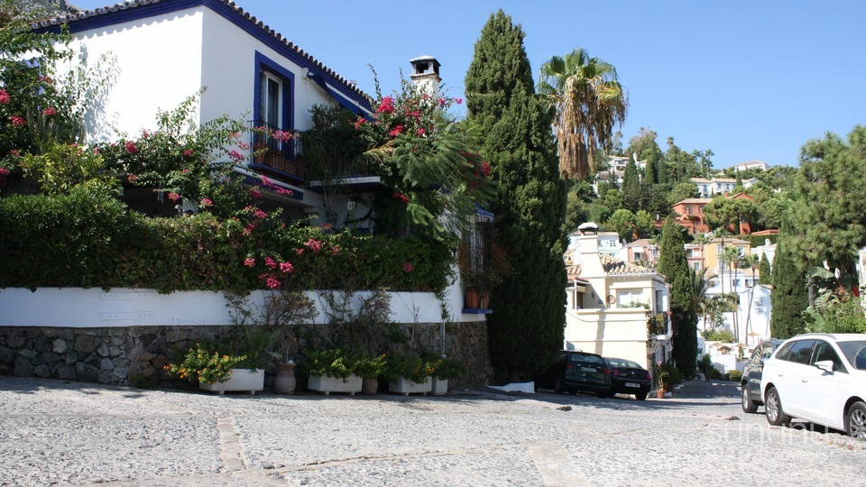 Classic Andalucian style townhouse in La Heredia