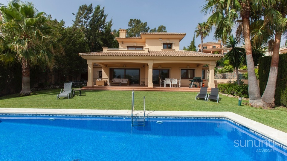 Classic villa with panoramic views in Nueva Andalucia