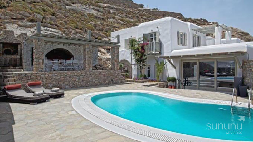 Traditional villa in Mykonos fitted with mod-cons and a pool