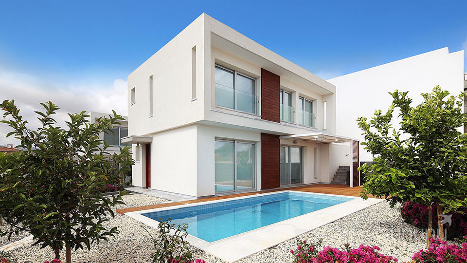 Beautiful detached villa in Paphos has its own swimming pool