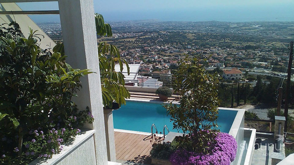 Gorgeous villa in Paphos, with an infinity pool and magnificent views