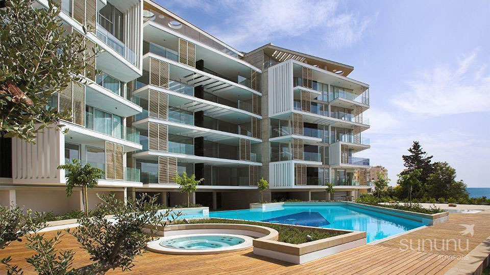 Sea facing penthouse in Limassol is housed in a stylish modern building