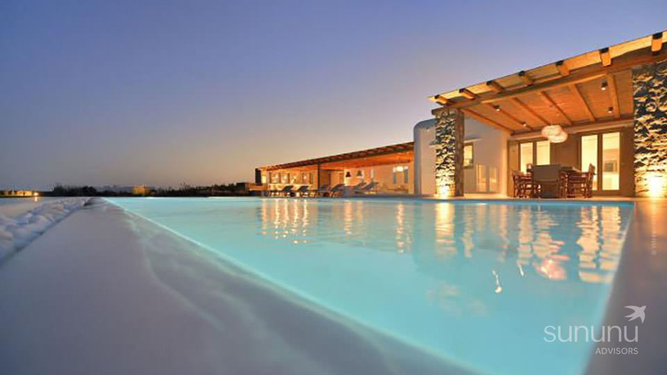 Luxury villa in Mykonos with a huge garden and swimming pool