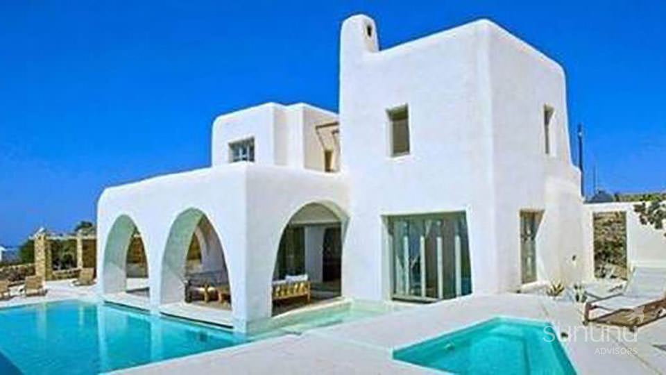 Quaint Greek exterior of vacation house in Mykonos